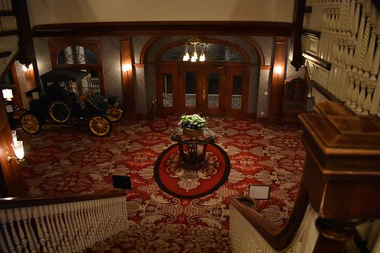 The Stanley Hotel : Photo of the Lobby from the grand staircase