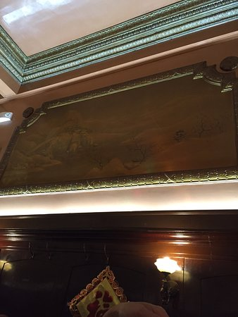 Far East Cafe: Gold paintings