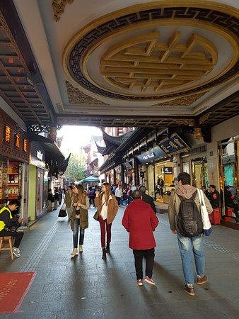 Shanghai Tourist International Service Center (Yuyuan): Shanghai old town shopping mall