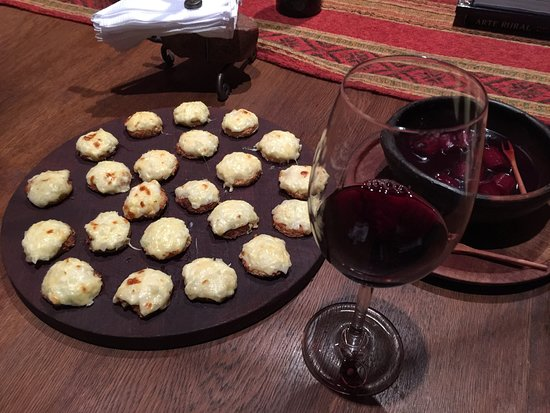 Estancia Rancho 'e Cuero: more appetisers of melted cheese and sausages cooked in red wine