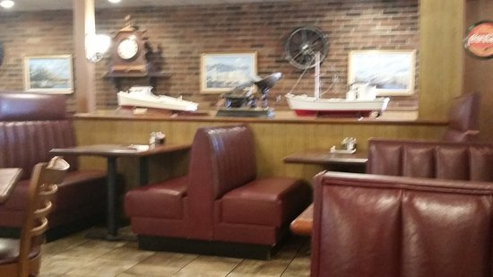 Lowery's Seafood Restaurant : Main dining area..it is a large restaurant