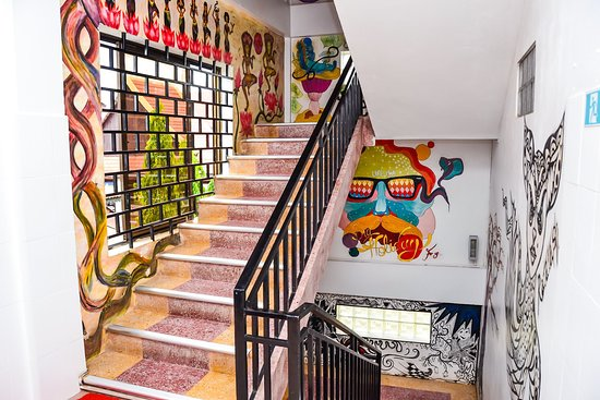 Mad Monkey Hostels: Staircase art