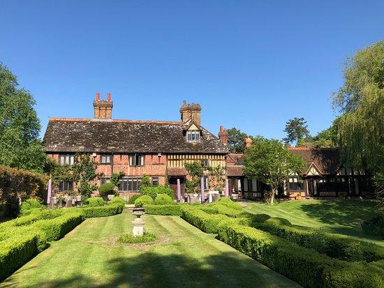 Langshott Manor Hotel: Absolutely stung