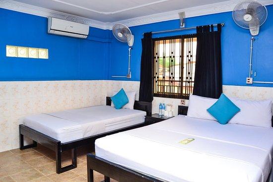 Mad Monkey Hostels: Triple Room