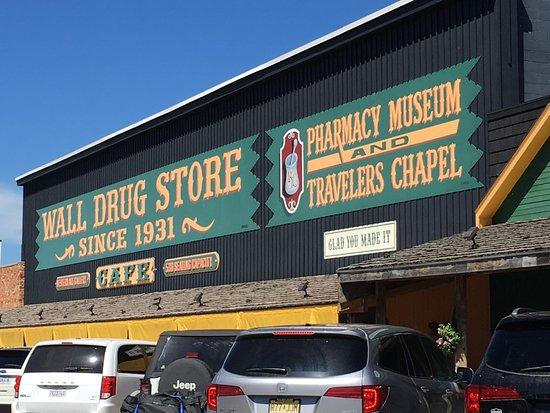 Уолл, Южная Дакота: Main entrance to Wall Drug
