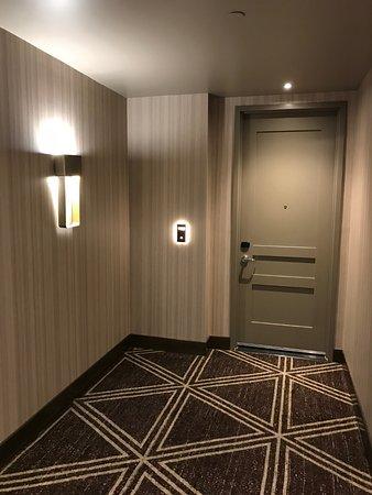 H Hotel Los Angeles, Curio Collection by Hilton: Corridor