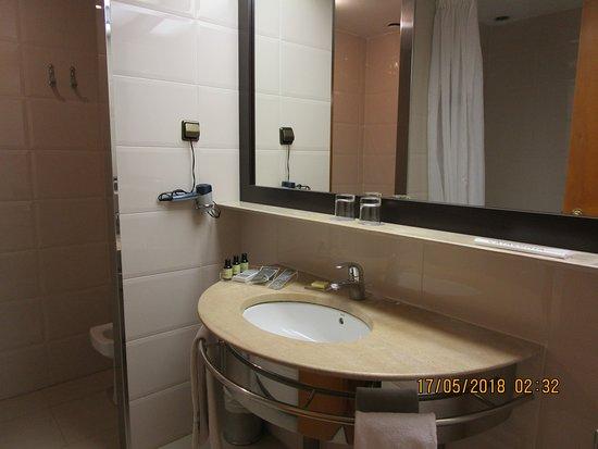 โรงแรมคาทาโลเนียบาร์เซโลนาพลาซา: Bathroom detail