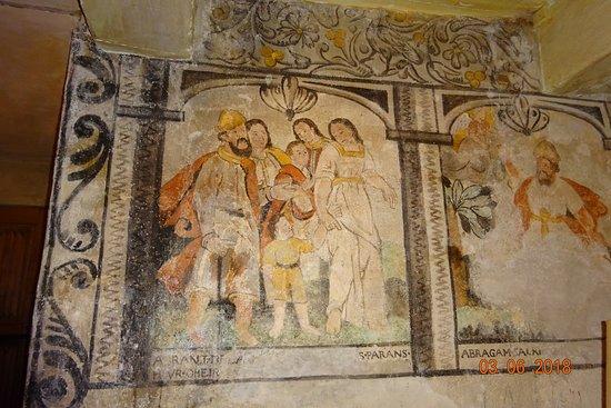 Chateau d'Auzers: les peintures murales de l'oratoie