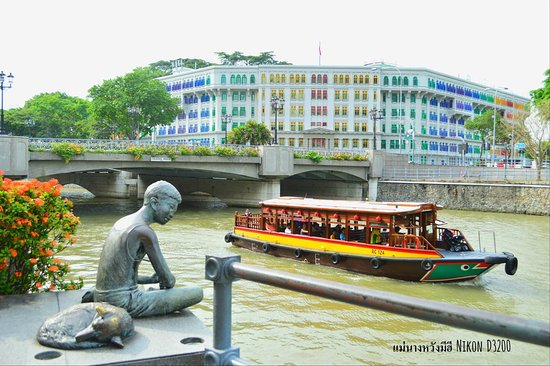 Beautiful Singapore river walk Colemon Bridge opposite old hill street police station.Awesome vi