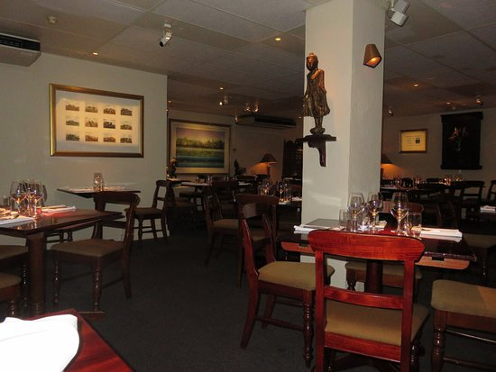 Jasmin Indian Restaurant: Part of the Jasmin Restaurant before all guests had arrived