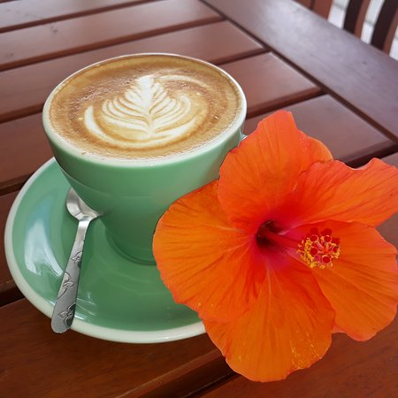 Samoana Boutique Hotel: Coffee Roasters Cafe serving the best coffee in town:)