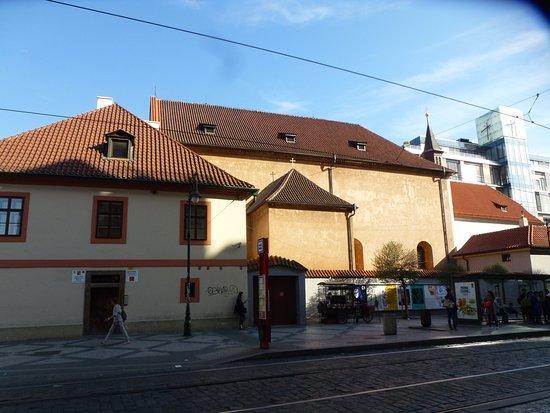 Kostel Svateho Josefa: Вид с улицы На Поржичи