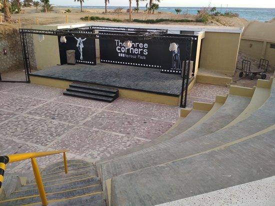 Three Corners Fayrouz Plaza Beach Resort: bar/ristorante sulla spiaggia