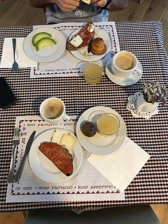 Tavertet, Spain: Desayuno productos eco y artesanales