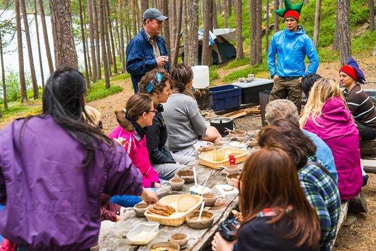 Paltto Elämysretket: Lunch by the river Lemmenjoki