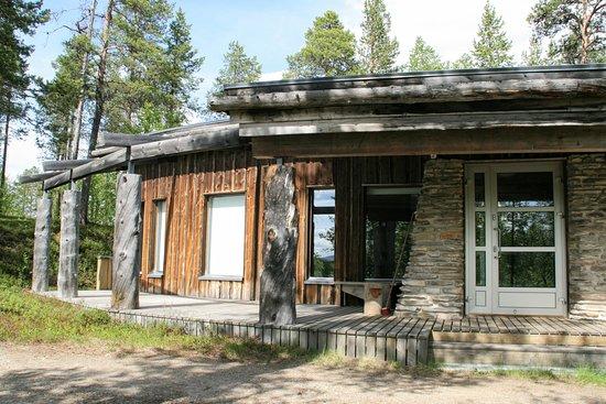 "Paltto Elämysretket: accommodation in Lemmenjoki ""Gielas"""