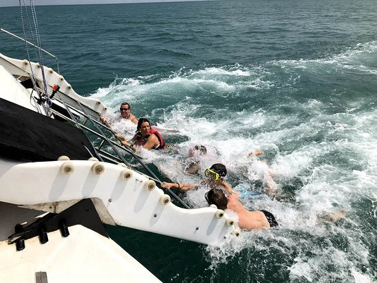 Stimulus Yacht Charter Pattaya: Getting pulled behind the Cat!