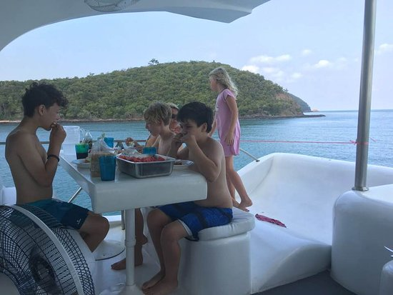 Stimulus Yacht Charter Pattaya: One of the many little nooks and eating areas...