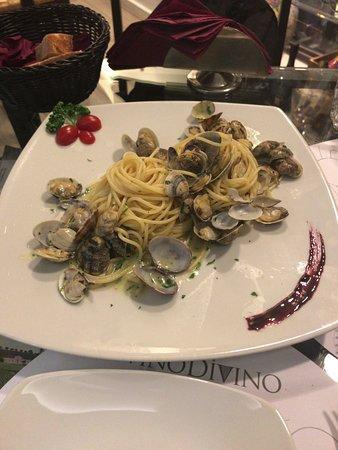 Vinodivino Enoteca Letteraria: 普通にボンゴレ