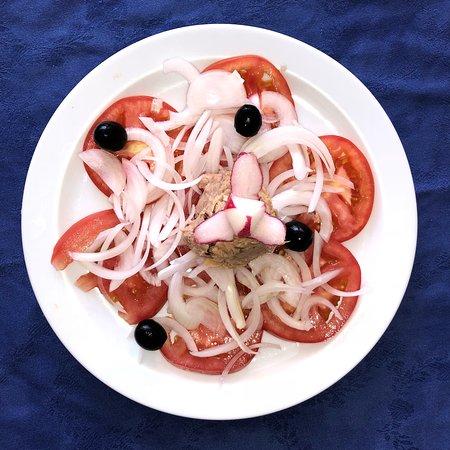 Tora: Ensalada de Tomate con Atún