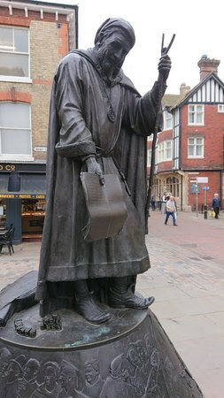 Cafe St Pierre : Chaucer statue