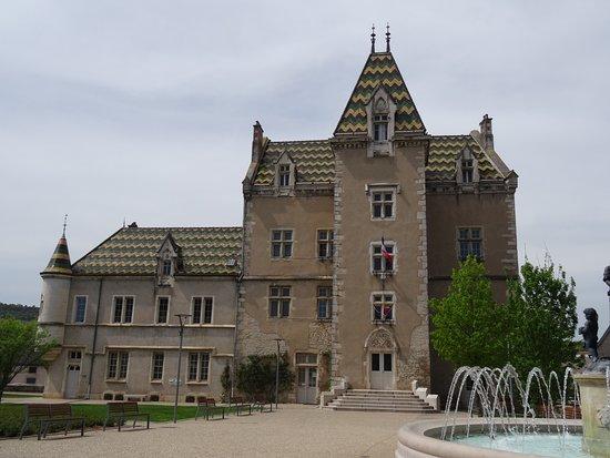 Meursault, France : L'Hôtel-de-Ville