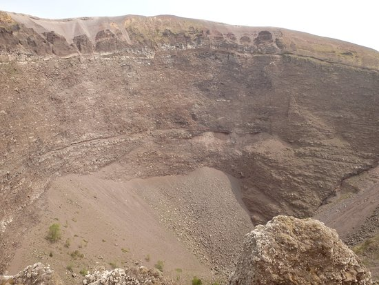 Vesuvius National Park: That's your lot, 10 euros and this is what you can see.