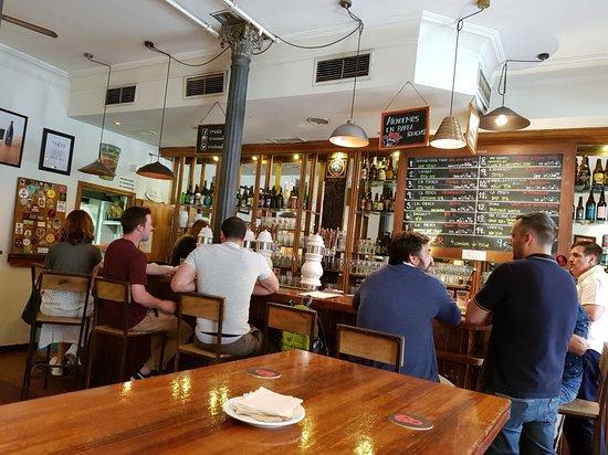 Irreale: Great craft beer bar