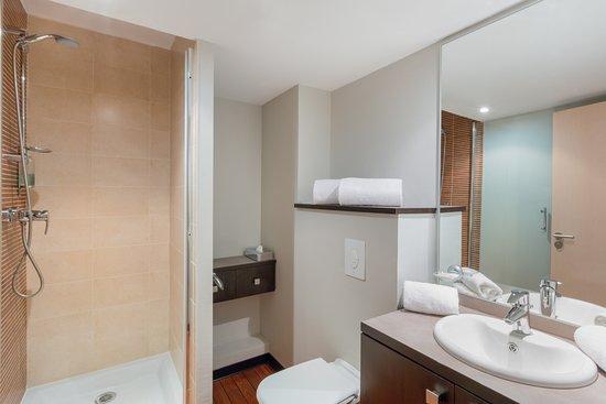 Best Western Park Hotel Geneve-Thoiry: Chambre studio salle de bain (disponible PMR)