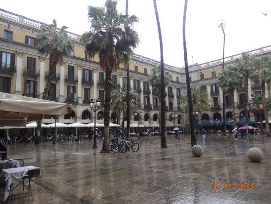 Plaça Reial: Gaudi's lamppost