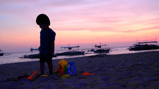 Artistic Diving & Beach Resort : Sunset having fun