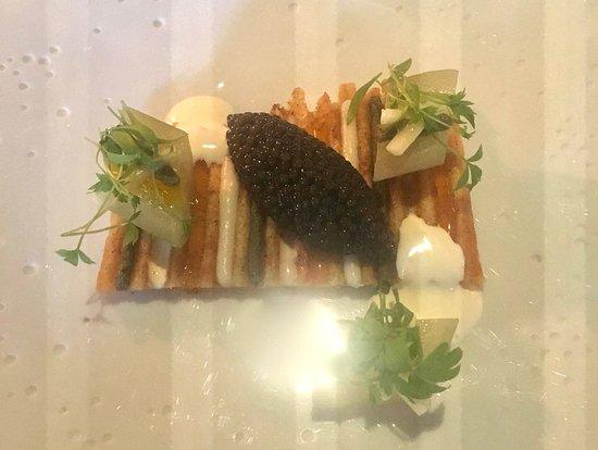 Le Gabriel: Caviar osciètre sur panini de haddock