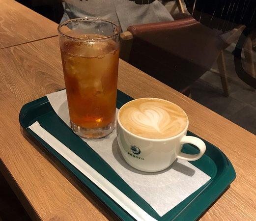 Il Bar Amu Plaza Hakata : カウンター席でいただいたアイスティーとカフェラテ