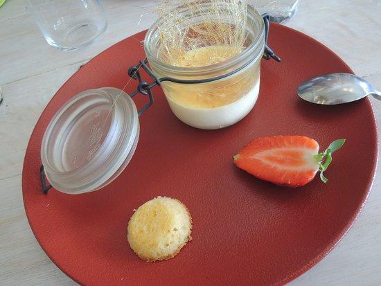 Ile-de-Sein, France: Crème brulée à l'amande .... excellent desert !