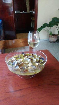 La Chara: Almejas al ajillo con piñones