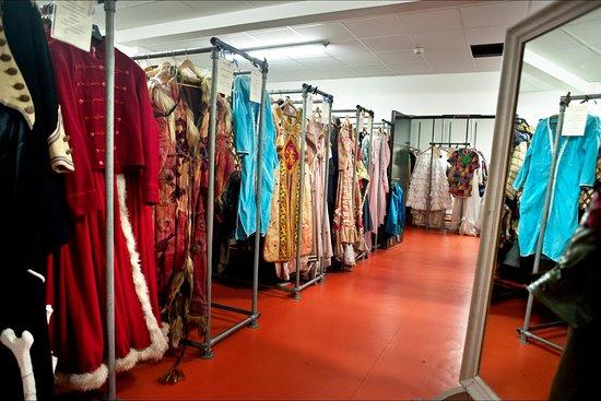 Théâtre National de Bretagne: La réserve de costumes © Christian Berthelot