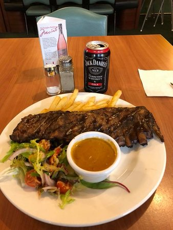 Kelly's Pub Toc - Farmers Arms Bar & Bistro: Pork Ribs, salad and chips $20