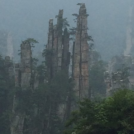 Tianmen Mountain National Forest Park: overall view along the way up the mountain
