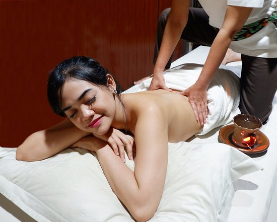 Full Body Massage With Warm Massage Oil - Picture Of -2660
