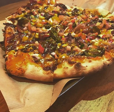 Reubens Bar & BBQ: Fully Loaded Pizza