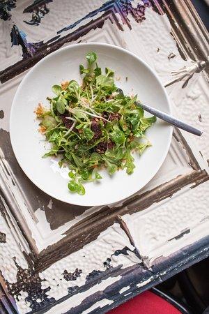 Kompaniya Gastrobar: Большой выбор салатов