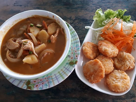 Family Thaifood & Seafood: masamman chicken curry, fried shrimp cakes