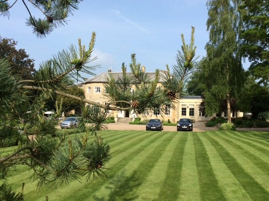 Washingborough Hall Country House Hotel : Front view well kept gardens.