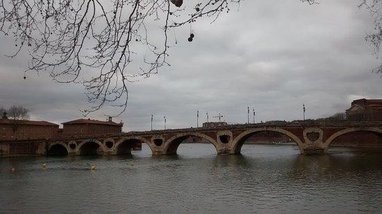Pont Neuf: Puente con cielo cubierto