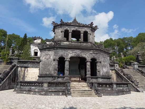 Imperial Tomb of Dong Khanh: ..............