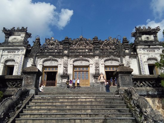 Imperial Tomb of Dong Khanh: ..........