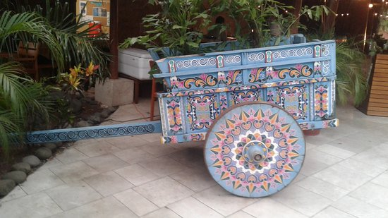 The Westin Golf Resort & Spa, Playa Conchal - All-Inclusive: Decorative cart in the grounds
