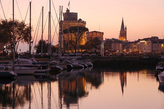 La Rochelle, Francia: Bassin à flot soir_Francis Giraudon