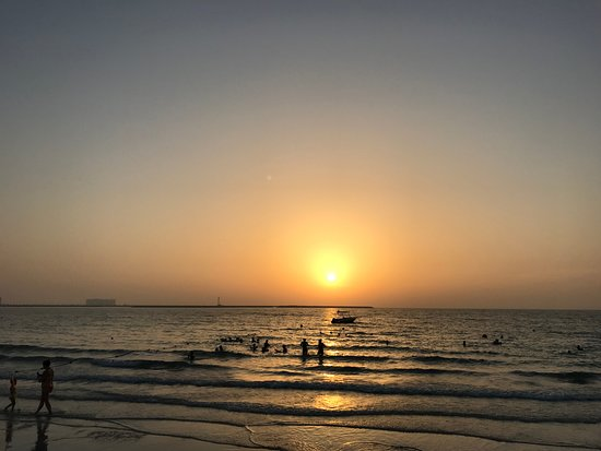 Al Hamra Residence & Village: sunset at the beach