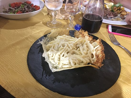 Boville Ernica, Italie : cacio e pepe